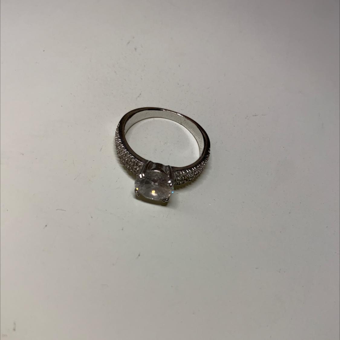 白金锆石戒指